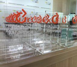 Na zdjęciu znajdują się statuetki z nagrodami, które były wręczane przez Dyrektorkę Oddziału,